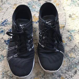 black nike size 8 sneakers